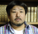 西村賢太(作家)はなぜ独身?父の逮捕や犯罪歴、現在の年収や目のこぶが気になる【ナカイの窓】